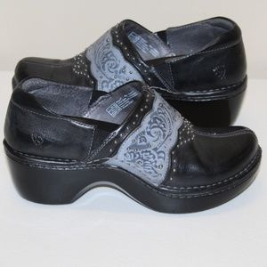 Ariat Women size 7 Leather upper clogs